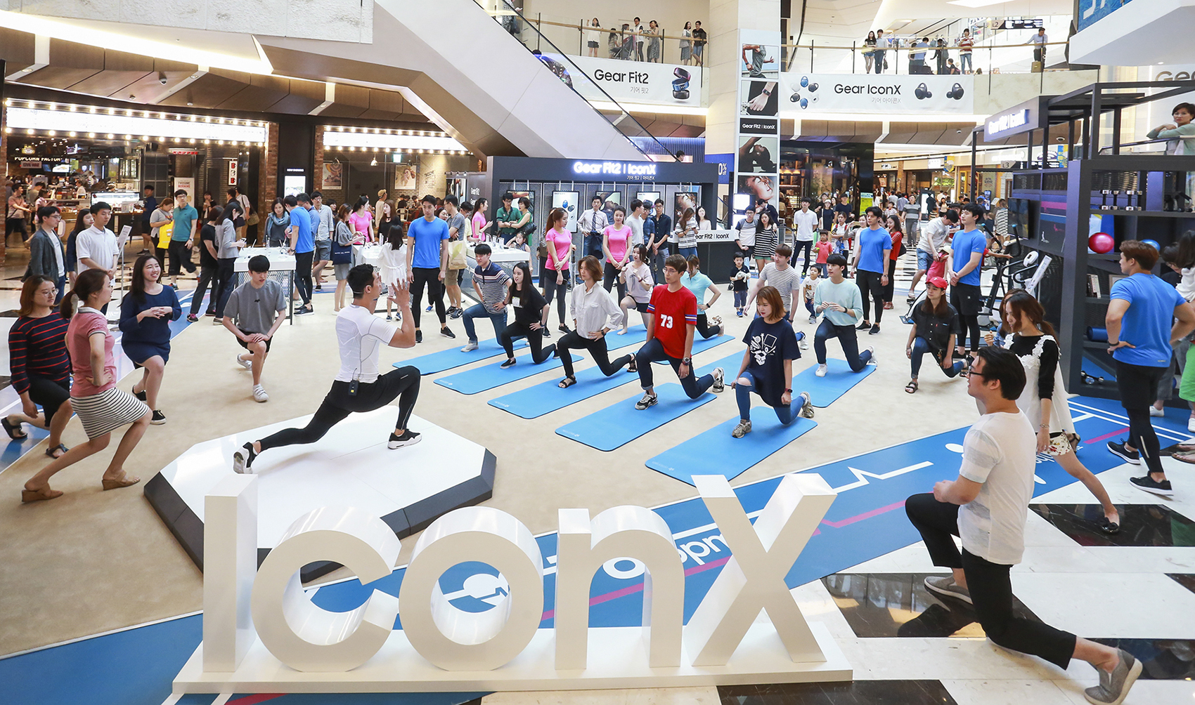 15일부터 17일까지 여의도 IFC몰에서 이색 체험 행사 운영 피트니스 센터 컨셉의 공간에서 소비자들이 운동 기구를 직접 즐기며 혁신적 웨어러블 제품을 흥미롭게 체험 심으뜸, 양호석 등 유명 트레이너가 다양한 운동법도 강의